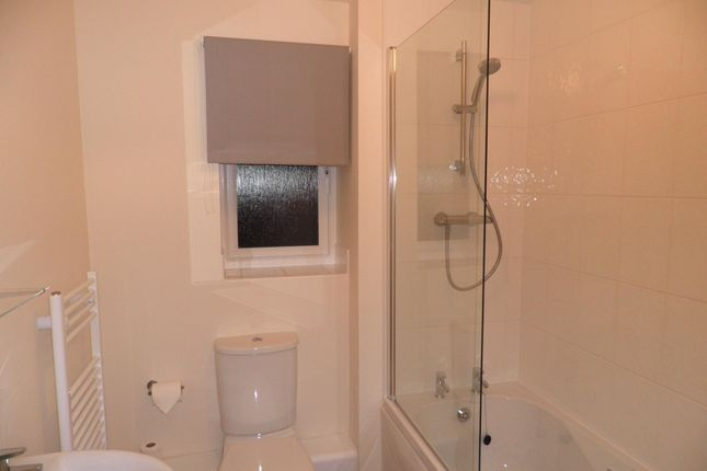 Bathroom of Poppleton Close, Coventry CV1