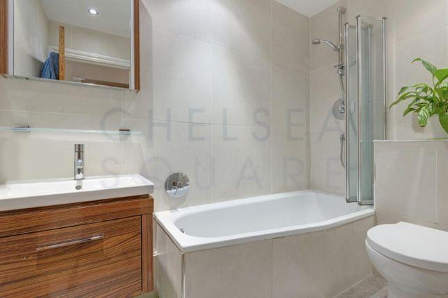 Family Bathroom of The Avenue, Brondesbury Park, London NW6