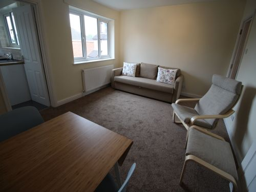 Thumbnail Flat to rent in Heathcote Road, Whitnash, Leamington Spa