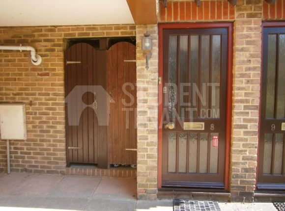 Thumbnail Room to rent in Pottery Court Wrecclesham, Farnham, Surrey