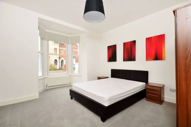Thumbnail Flat to rent in Parkwood Road, Wimbledon