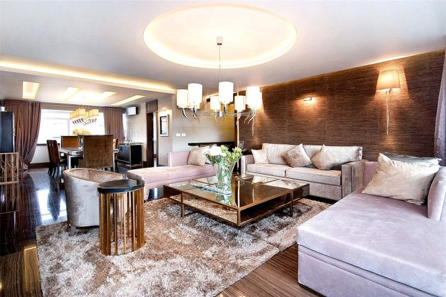 Thumbnail Flat to rent in Chelwood House, Gloucester Square, London