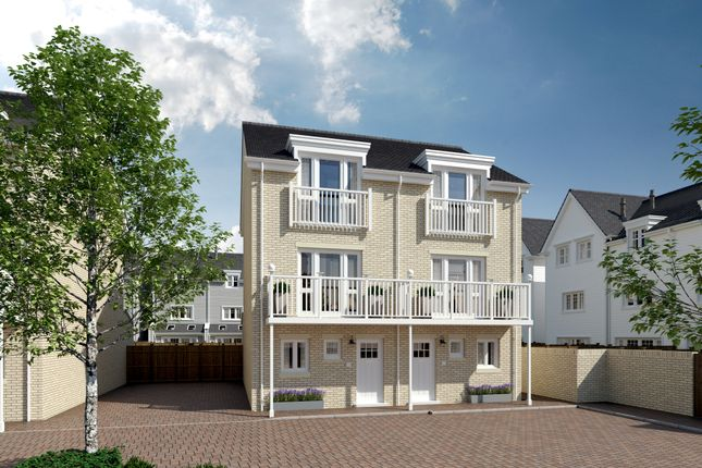 Thumbnail Town house for sale in Longwater Avenue, Reading