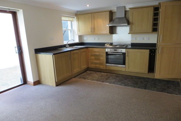 2 bed flat to rent in Wolborough Street, Newton Abbot