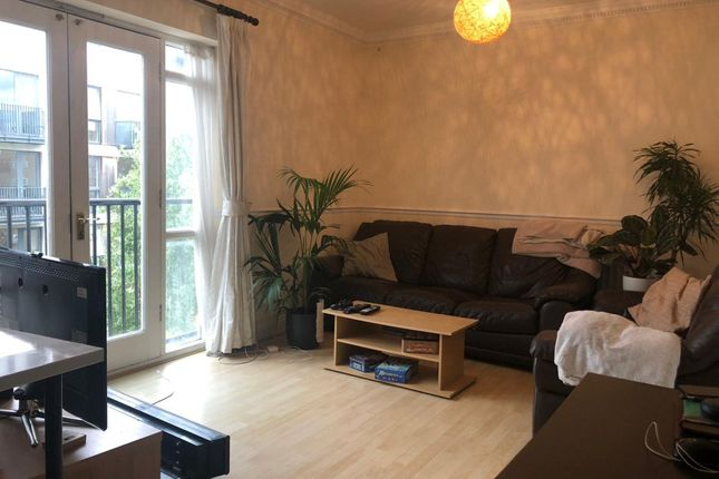Thumbnail Flat to rent in Leathermarket Court, London