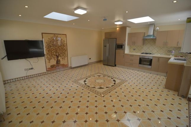 Thumbnail Bungalow to rent in Acacia Road, London