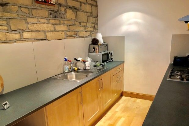 2 bed flat to rent in Alexandra Road, Mutley, Plymouth