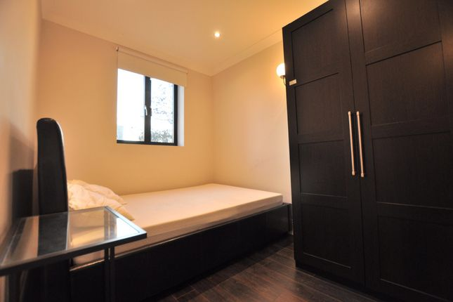Thumbnail Room to rent in Vallance Road, London