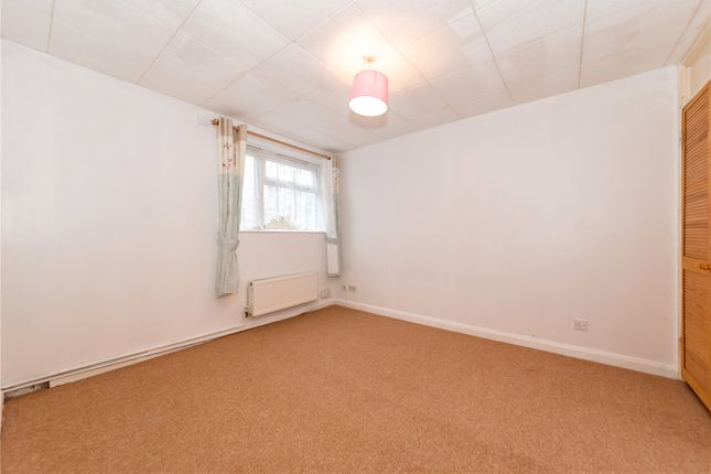 Picture 10 of Holywell Close, Farnborough GU14
