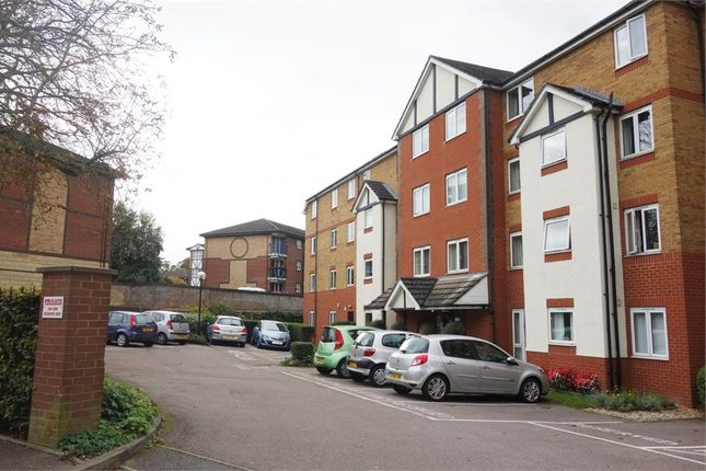 Thumbnail Flat for sale in Old Bedford Road, Luton, Bedfordshire