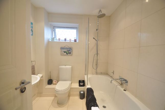 Bathroom of Drovers End, Fleet GU51