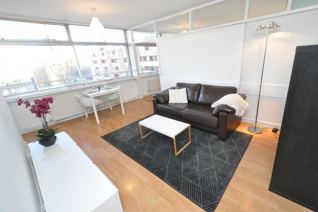 1 bed flat to rent in Golden Lane Estate, London EC1Y