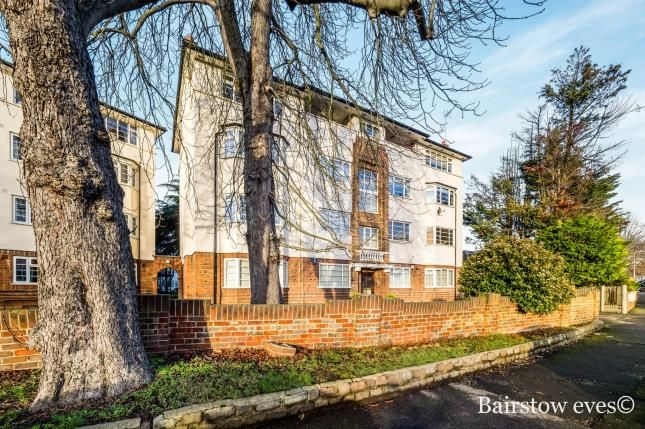 2 bed flat for sale in Woodford Road, Wanstead, London