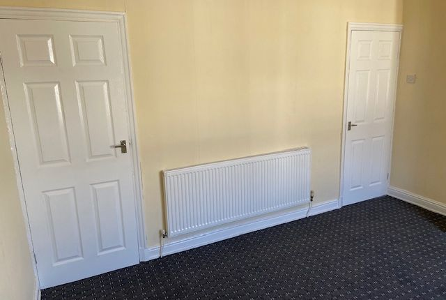 2 bed terraced house to rent in Oak Street, Colne BB8