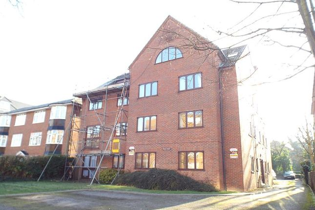 1 bed flat to rent in Beech Court, Grove Road, Sutton