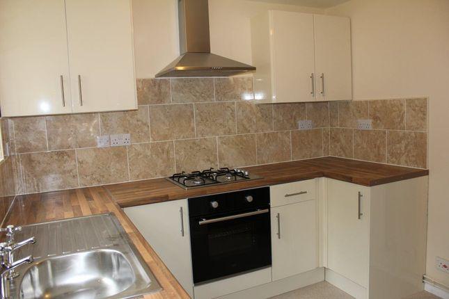 2 bed flat to rent in Fishery Road, Hemel Hempstead