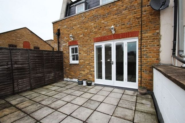 Thumbnail Studio to rent in Rosebank Gardens North, London