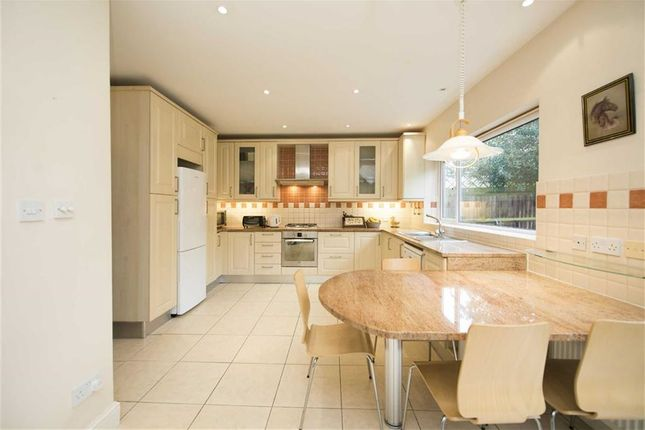 3 bed detached house to rent in Foscote Road, Hendon