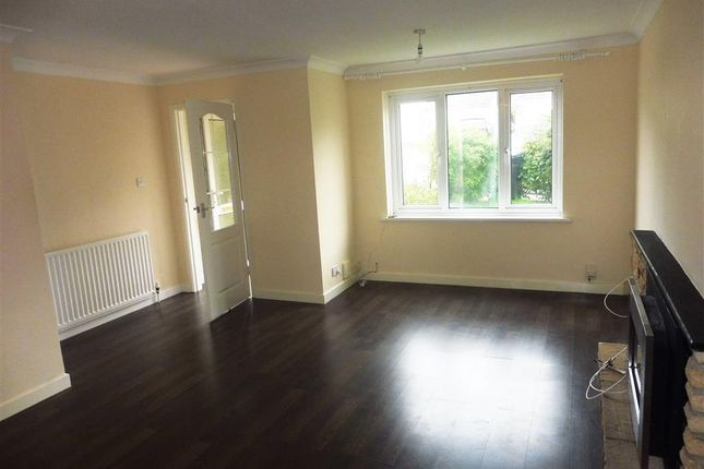 3 bed property to rent in Burn River Rise, Torquay
