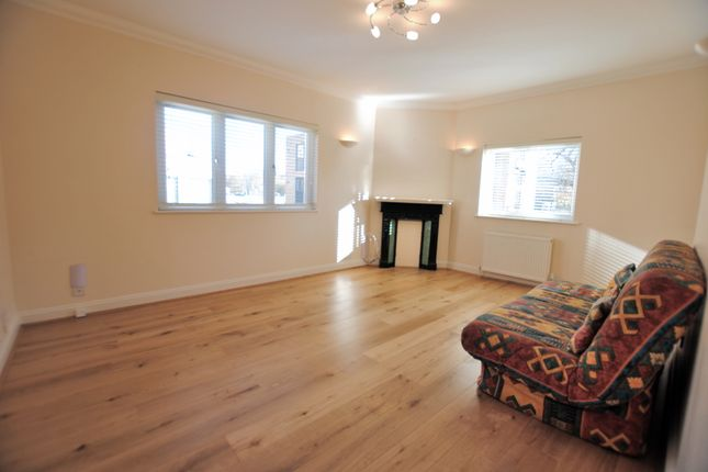 Thumbnail Maisonette to rent in Station Approach Road, Coulsdon