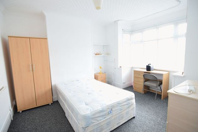 Thumbnail Property to rent in Roedale Road, Brighton