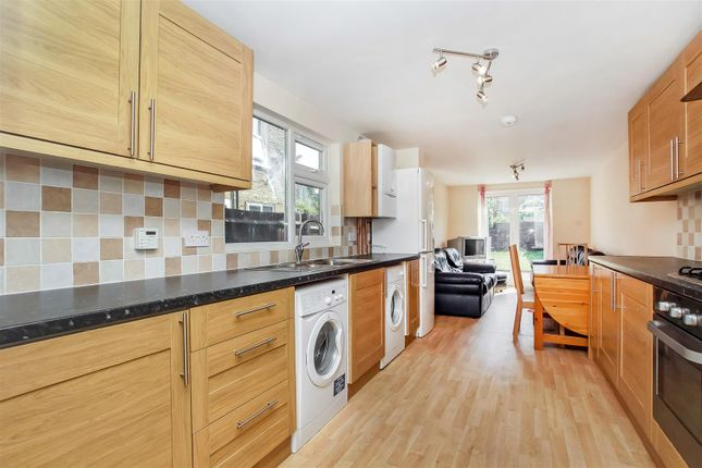 5 bed terraced house to rent in Huddlestone Road, Willsden Green, London