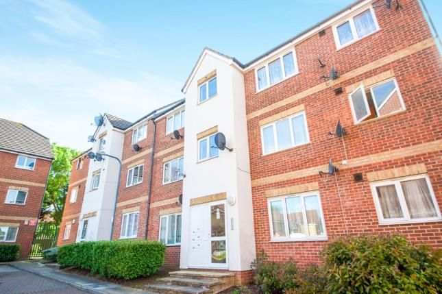Thumbnail Flat for sale in Goodmayes, Ilford, Essex