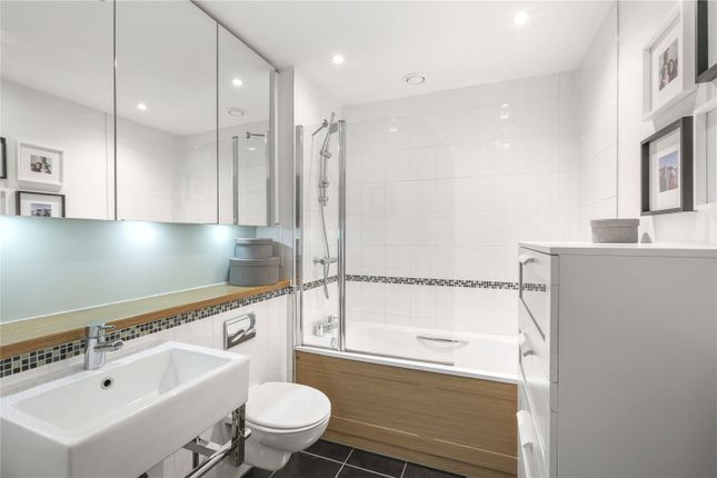 Bathroom of Gedling Court, Jamaica Road, London SE1