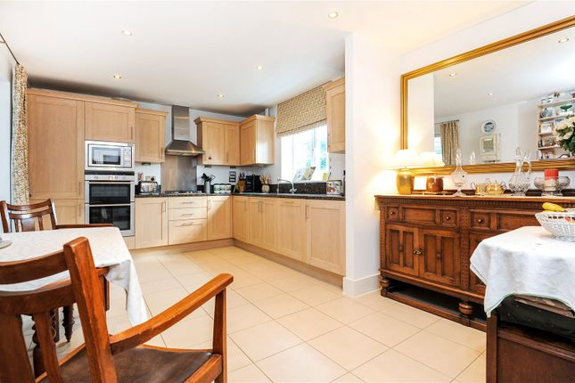 Picture No. 11 of Rythe Close, Claygate, Esher, Surrey KT10