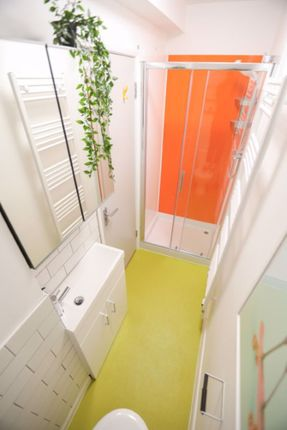 Bathroom of Norwich Drive, Brighton BN2