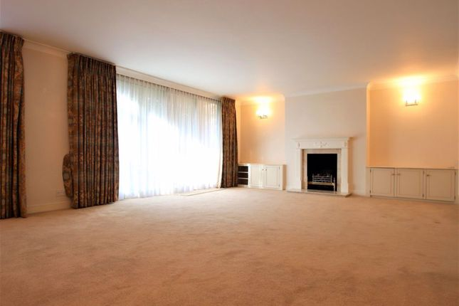 Thumbnail Flat to rent in Woodside Grange Road, London