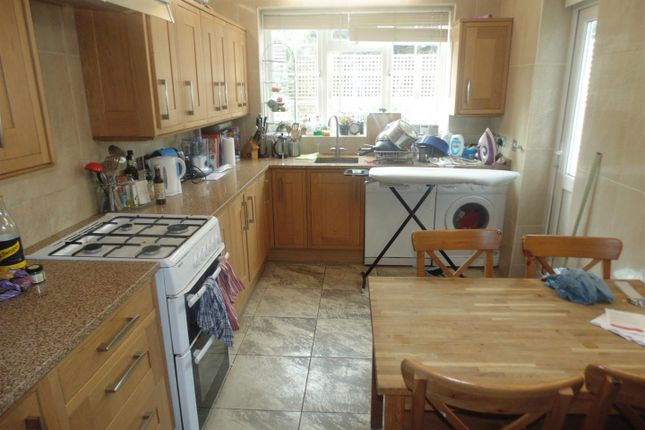 Thumbnail Property to rent in Clinton Road, London