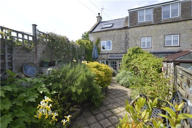Thumbnail Cottage for sale in The Knoll, Bread Street, Stroud, Glos