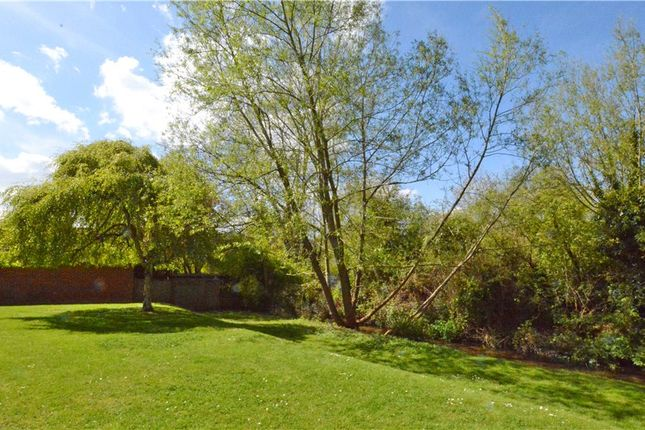 Thumbnail Flat for sale in Oakley, Northcroft, Wooburn Green