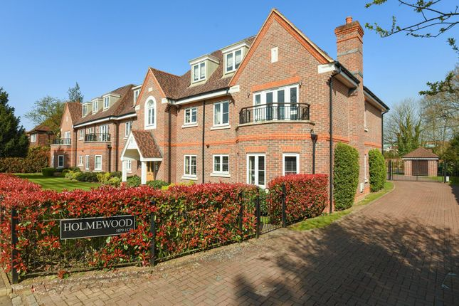 Thumbnail Flat to rent in Gregories Road, Beaconsfield