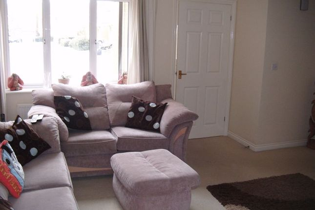 Lounge of 32 Farmers Close, Wootton Fields, Northampton NN4