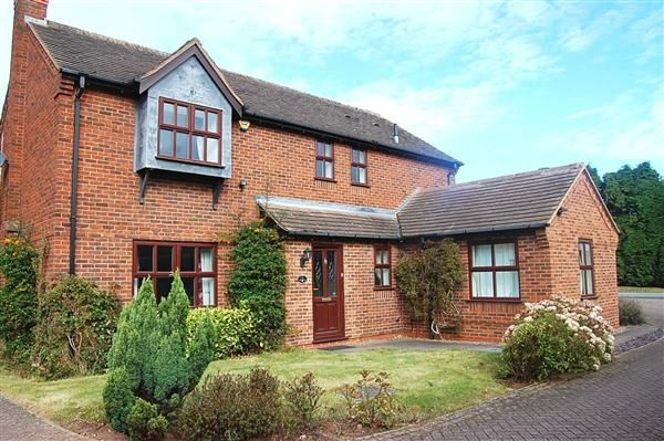 5 bed detached house to rent in Garnet Close, Stonnall, Walsall