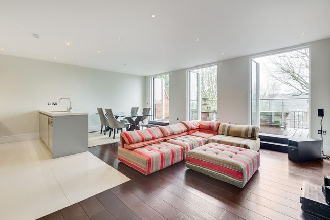 Thumbnail Flat to rent in Cholmeley Park, Highgate Village