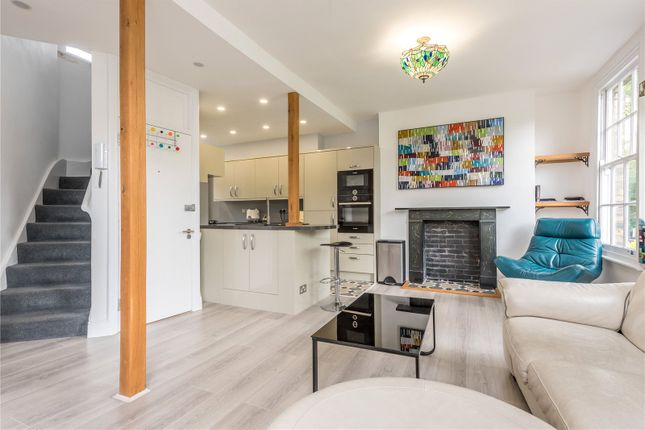 Flat to rent in City Road, London