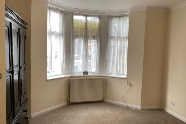 Thumbnail Flat to rent in Very Near Grosvenor Road Area, Hanwell West Ealing Borders
