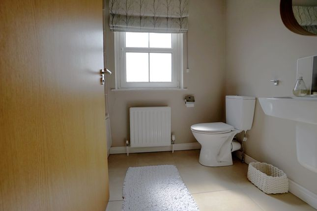 Family Bathroom of Linen Road, Bangor BT19