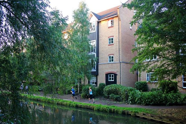 Thumbnail Flat to rent in Stephenson Wharf, Apsley Lock, Hemel Hempstead, Hertfordshire