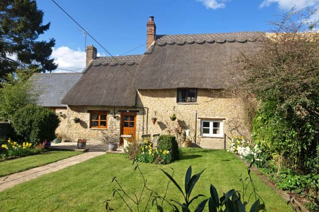3 bed cottage for sale in New Row, Bucknell, Bicester