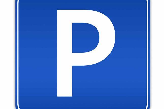 Thumbnail Parking/garage to rent in Mount Mills, London