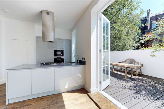 Thumbnail Mews house for sale in Victoria Mews, London
