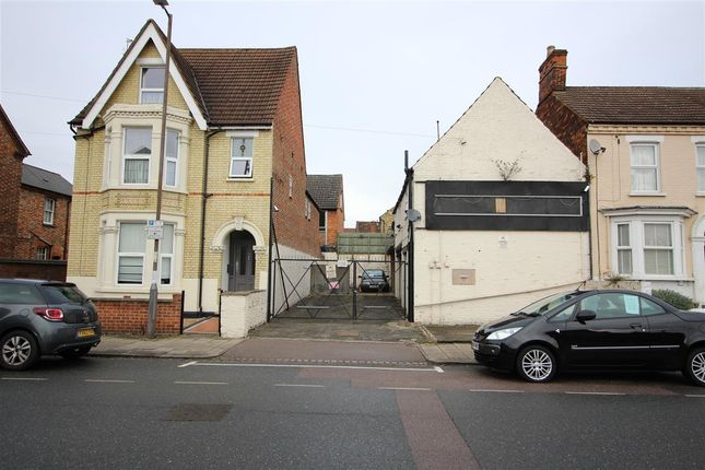 Thumbnail Land for sale in Castle Road, Bedford