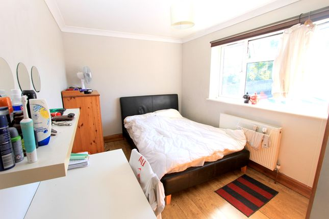 Thumbnail Semi-detached house to rent in Eatsbourne Road, Brighton