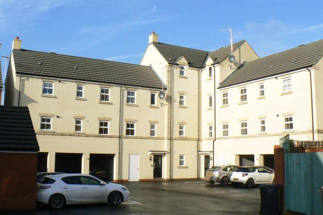 Thumbnail Flat to rent in Cloatley Crescent, Royal Wootton Bassett