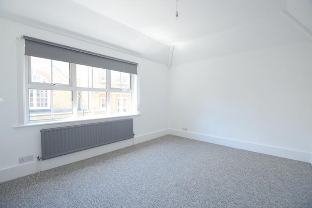 Thumbnail Semi-detached house to rent in Hackford Road, London