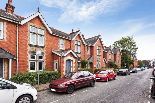 Thumbnail Flat for sale in Barttelot Road, Horsham